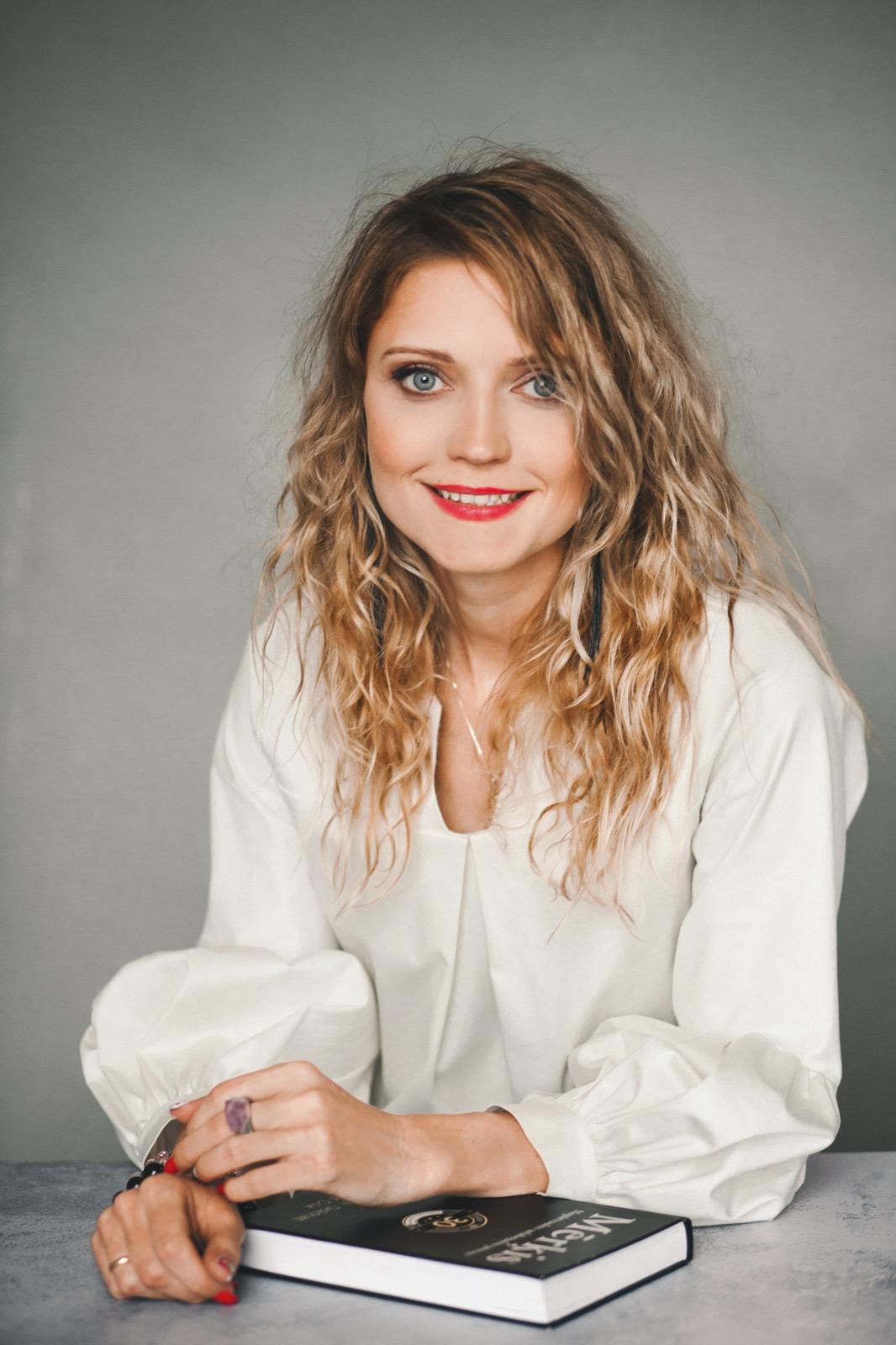 Elīna Pelčere kontakti